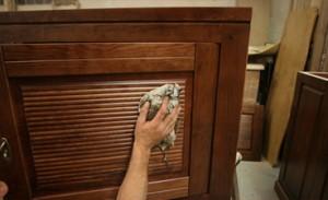 Comment entretenir efficacement ses meubles en bois